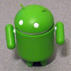 Android vinyl figure from DYZ